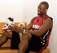 E: Jordan picks D. Wade to wear 25th anniversary shoe&#8230;.