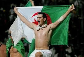 http://t3.gstatic.com/images?q=tbn:7g8zIIb8IQx73M:http://www.lexpress.fr/medias/428/algerie-football_180.jpg