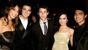 Joe Jonas y Demi Lovato, ¿algo más que amigos? - 30039-z
