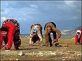 Documentário mostra irmãos turcos que só andam de quatro