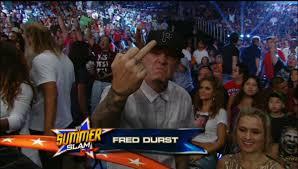 הזמר פרד דארסט עושה אצבע שלישית למצלמה. Images?q=tbn:ANd9GcQ1ki8OJqoo-YVOAxlC-ACYPrpCITHP7zzRrGQpiKybeokieVBk