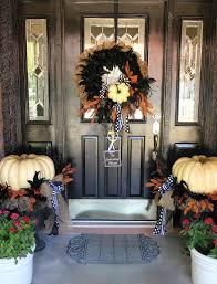 my sister u0027s crazy porch decorations that easily transition from