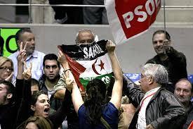 Activistas saharahuis son expulsados de un mitin del PSOE