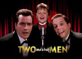 bloopers de two and a half men y big bang theory en español