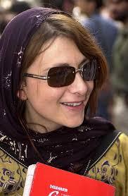 Maria Grazia Cutuli. KABUL (Afghanistan) – Una scuola color blu cobalto che fa bella mostra di sé nel villaggio afghano di Kush Rod, ad un'ora di macchina ... - mariagrazia_cutuli1