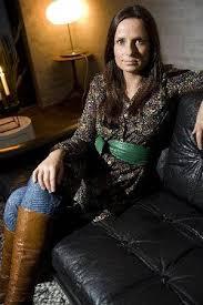 I bolig-klemme: Må betale to huslejer. Helle Høgh kan ikke få solgt sit gamle hus, så nu overvejer hun at leje det ud. Foto: Peter Leth-Larsen - 442523_300_1000_49_0_356_534