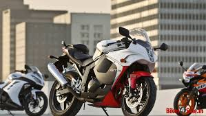 cbr racing bike price kawasaki ninja 300 vs honda cbr 250r vs hyosung gt250r vs ktm duke