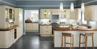 pictures of kitchens with cream cabinets best 20 cream kitchen brilliant kitchen ideas cream glendevon range families howdens