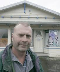 PILING IT ON: The state of Jeffrey Gill\u0026#39;s property in Cambria St, Nelson, in seriously upsetting his neighbours. MARTIN DE RUYTER/Nelson Mail - 536977