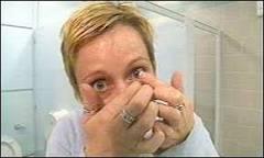 Lentes de contato podem acabar com colírios | BBC Brasil | BBC ...