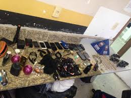 Bandidos invadem casa, fazem turistas reféns e roubam até R$ 225 ...