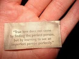 """""""O verdadeio amor não vem por encontrar a pessoa perfeita, mas por aprender a ver perfeitamente uma pessoa imperfeita"""""""
