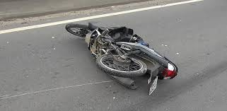 Motociclista morre após bater em caminhão na Rodovia do ...