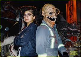 when is halloween horror nights over friendly exes mandy moore u0026 wilmer valderrama reunite at halloween