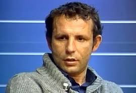 Il ds del Pescara Delli Carri è stato intercettato nei pressi dell'Hotel Visconti, nel quale ha incontrato Sabatini. Alle domande dei cronisti, ... - Daniele-Delli-Carri