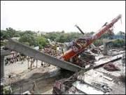 Viaduto de metrô em construção cai e mata cinco em Nova Déli