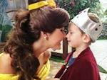 Disney princess Belle with her prince : pikdit