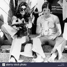 jacqueline kennedy onassis and daughter caroline kennedy shaking