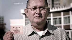 Vorbesc despre James Joe Dresnok, un soldat american care a dezertat in Coreea de Nord. El e nord coreeanul cu ochi albastri. - BBC4-North-Korea-Crossing-The-Line4