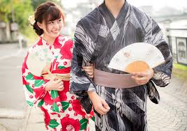 Japanese college women pick between men who     re short and handsome     Japanese college women pick between men who     re short and handsome or tall and plain in survey   RocketNews