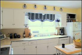 Best Kitchen Cabinet Paint Colors by Glamorous Yellow And White Painted Kitchen Cabinets 1000 Images