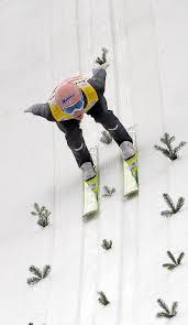 %name Anche il Web si tinge di rosa per le ragazze volanti della Coppa del Mondo FIS allo Stadio del Salto di Predazzo