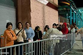 black friday lines target early target shoppers photos et images de collection getty images