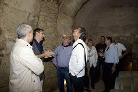 ... tuvo tiempo para visitar las bodegas del Marqués de Arbiza en la localidad de Fuenmayor acompañados también por Arnaldo Urrutia. ¿Te ha gustado? - IMG-20120921-WA0000