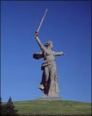 Estátua russa de 85 metros 'está prestes a desabar'