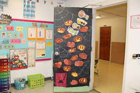 halloween door decorating contest ideas