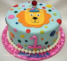 larawan ng isang cake na simbolo ng unang kaarawan