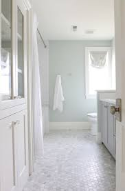 Small Bathroom Makeovers by Best 25 Modern Farmhouse Bathroom Ideas On Pinterest Farmhouse