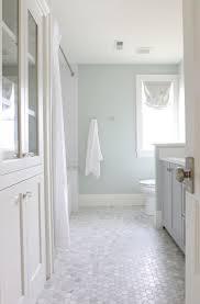 Small Bathroom Makeovers by Best 25 Modern Farmhouse Bathroom Ideas On Pinterest Farmhouse
