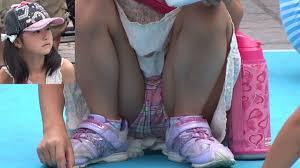 女子小学生 下着盗撮|街撮り画像】10代の女の子達が太ももからの綿パンチラを盗撮され