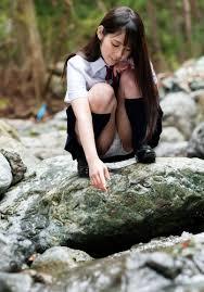体育座り  パンティ見せ 女子高生|taiikusuwari isunoue (3)