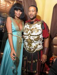 come in here and check out these celebrities halloween costumes