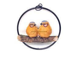 oiseaux en metal couple d u0027oiseaux oranges en résine sur balançoire en métal