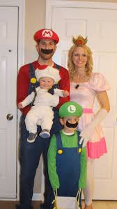 Family Of 3 Halloween Costume by Best 20 Family Halloween Costumes Ideas On Pinterest Family