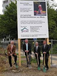 Foto: v.l.n.r. Sozialdezernent Helmut Kneppe, Rüdiger Bartsch(Bürgermeister Netphen), Detlef Balzer (Geschäftsführer BGS), Ralf Potthoff (Baubetreuer) - BGS_Spatenstich