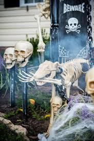 halloween decorations skeletons diy halloween trick or treat skeleton decorations
