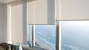 meaning to raise lower the blinds or to draw the blinds