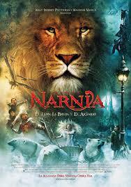 Las Crónicas de Narnia: El León, La Bruja y el Ropero Espectacular película basada en el clásico literario de C.S. Lewis. La historia narra las aventuras de cuatro hermanos. Que durante la Segunda Guerra Mundial descubren el mundo de Narnia. En este mundo increíble habitado por animales que hablan, duendes, faunos, centauros y gigantes. Verán como la Bruja Blanca ha condenado al invierno eterno. Con la ayuda del león Aslan, el noble soberano, los niños lucharán para vencer el poder que la Bruja ejerce sobre Narnia en una batalla y conseguir así liberarle de la maldición del frío.