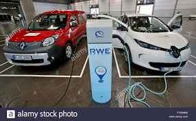 a renault kangoo rapid maxi z e l and a renault zoe z e r at