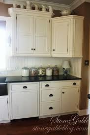 Kitchen Cabinet Decor Ideas by 10 Elements Of A Farmhouse Kitchen Stonegable
