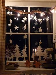 Homes With Christmas Decorations by Best 10 Christmas Window Decorations Ideas On Pinterest Window