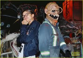 costumes halloween horror nights friendly exes mandy moore u0026 wilmer valderrama reunite at halloween