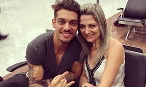 Lucas Lucco já entrou em briga por ciumes da mãe - Na Balada