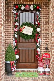Homes With Christmas Decorations by 30 Christmas Door Decorating Ideas Best Decorations For Your