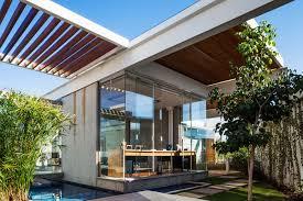 Enclosing A Pergola by Sliding Pergolas House Fgmf Arquitetos Archdaily