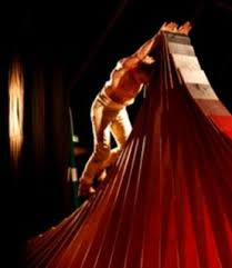 Invité par la Scène Nationale, Johann Le Guillerm y présente cette semaine «Secret», son spectacle phare, que l\u0026#39;on s\u0026#39;arrache depuis plus de dix ans déjà aux ... - 201211161319_w350